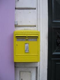 Yellow_post